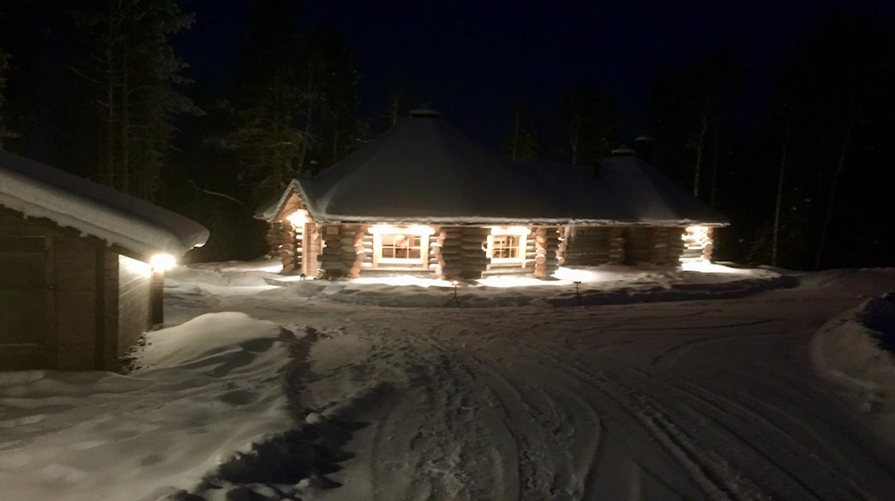 Happy-Fox-Northern-Lights-Hunt-in-hot-tube-and-a-log-sauna-fox-cottage