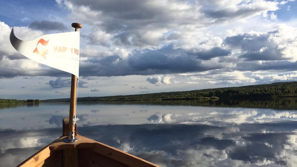 Happy-Fox-Arctic-Boat-Trip-to-the-Ounasjoki-river-long-fox-flag