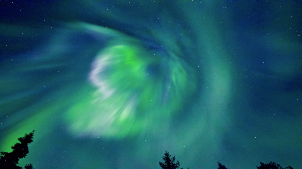 Happy-Fox-Aurora-Adventure-by-open-fire-green-auroras