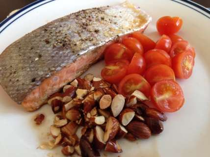 Salmon nuts and tomatoes