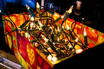 box-christmas-lights-close-up-813846