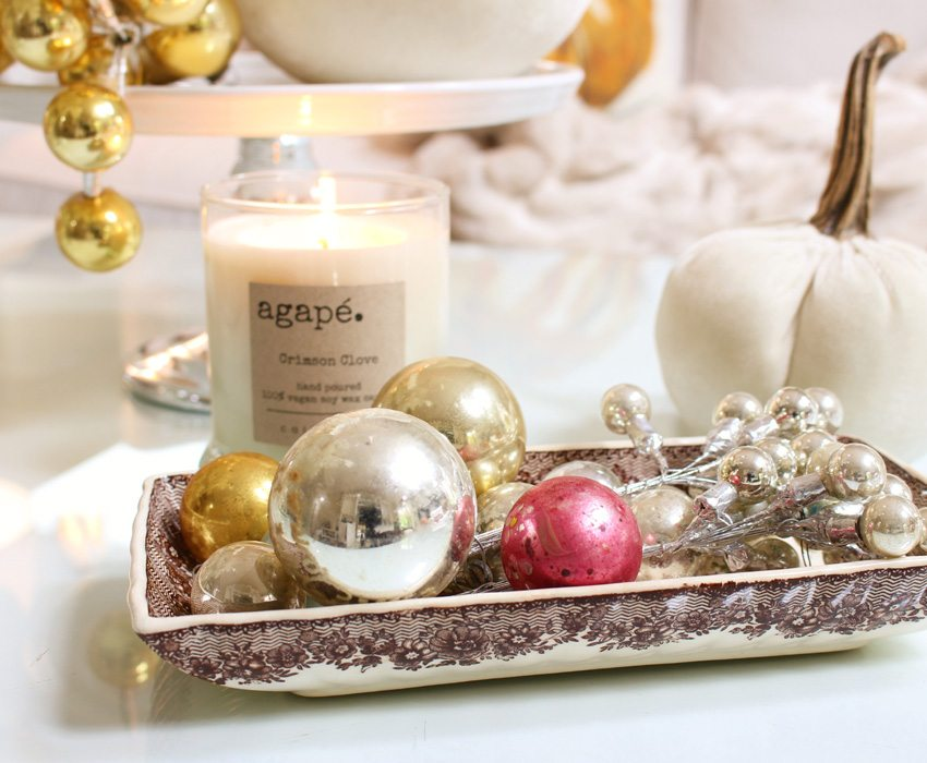 styling-a-coffee-table-ornaments-in-tray-sm-ver