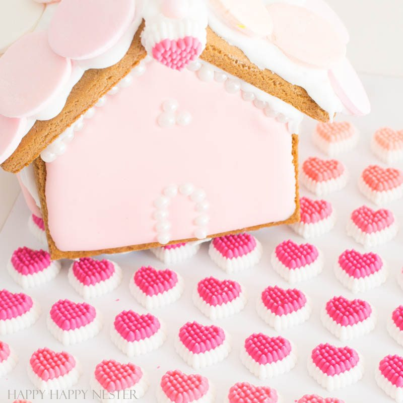 Need some gingerbread house ideas? This fun Valentine's Day Craft is so adorable. Make one or a few to create a village with this mini-gingerbread house kit. | Gingerbread House Kits | Perfect Icing | Gingerbread Tutorial | How to put together a gingerbread house | Gingerbread house themes | crafts | diy
