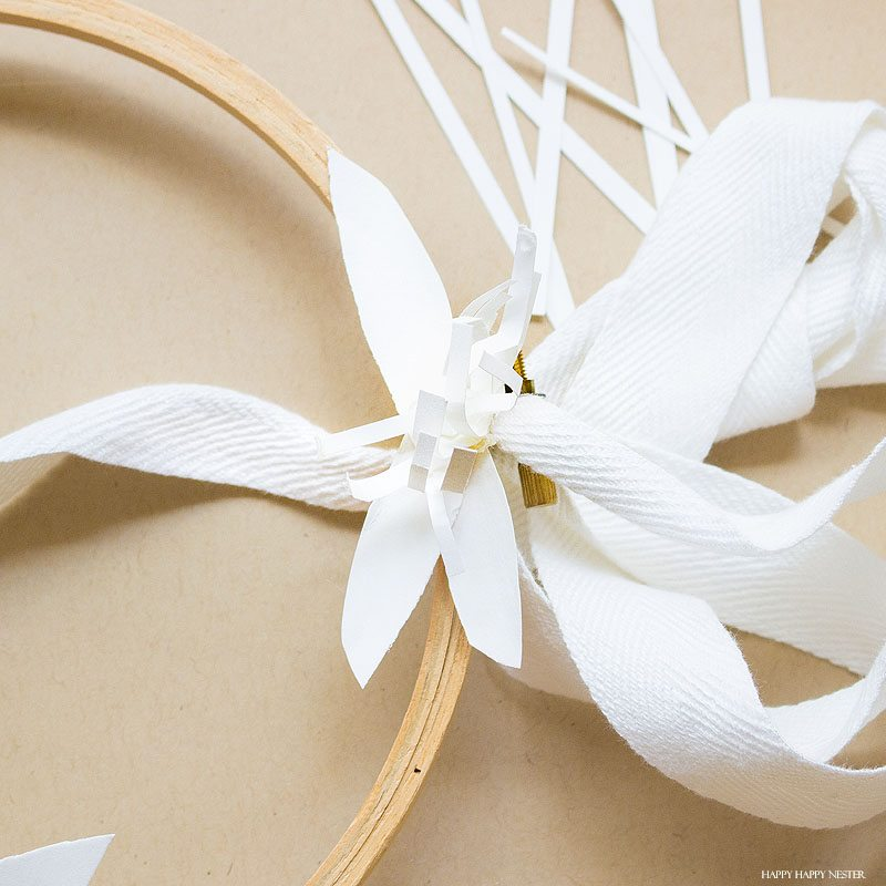 If you want a beautiful white paper wreath that will go with any decor, then you will love my latest paper craft. This paper flower project isn't that difficult, and the result is a beautiful year-round wreath. Make a few rosette paper flowers and leaves, and that's it. #crafts #papercrafts #diy #paper #paperflowers
