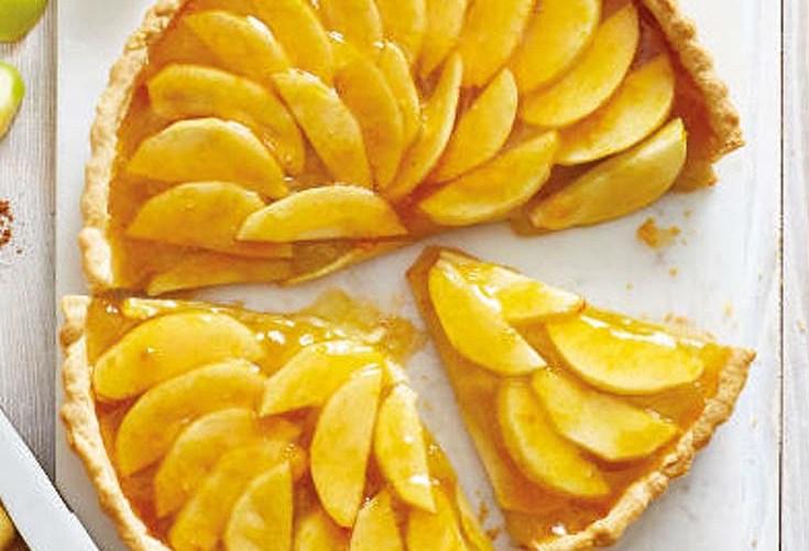 apple dessert tart on kitchen table