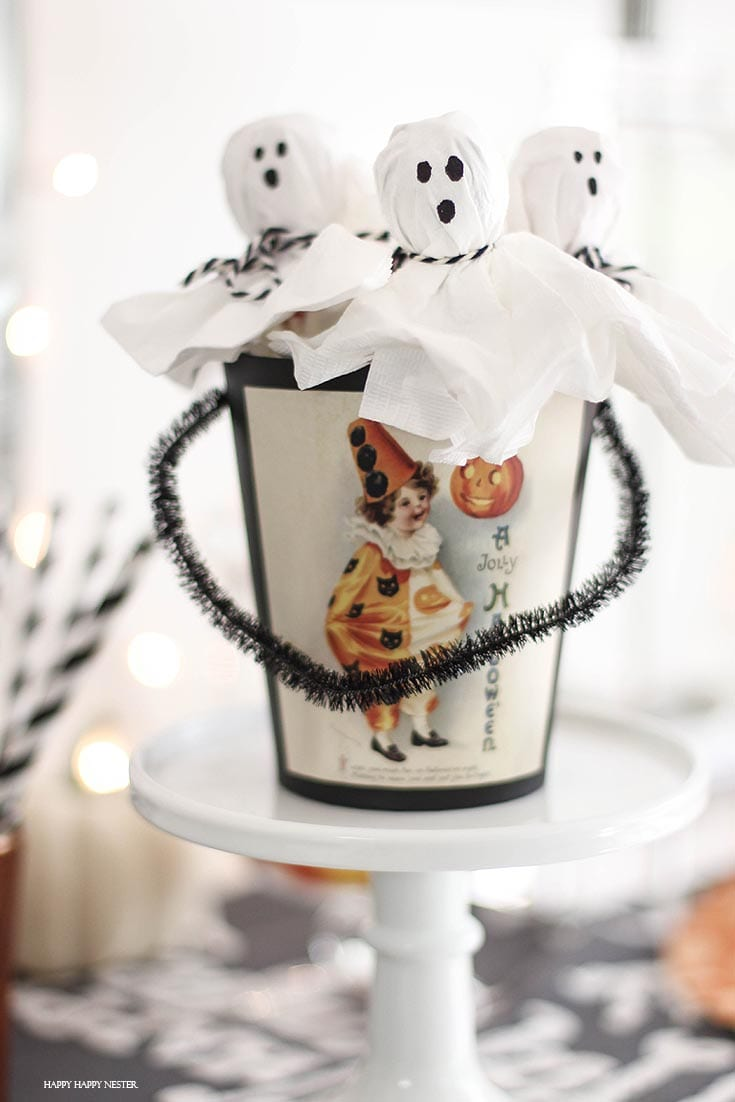 Halloween Lollipop Ghosts are easy treats to make