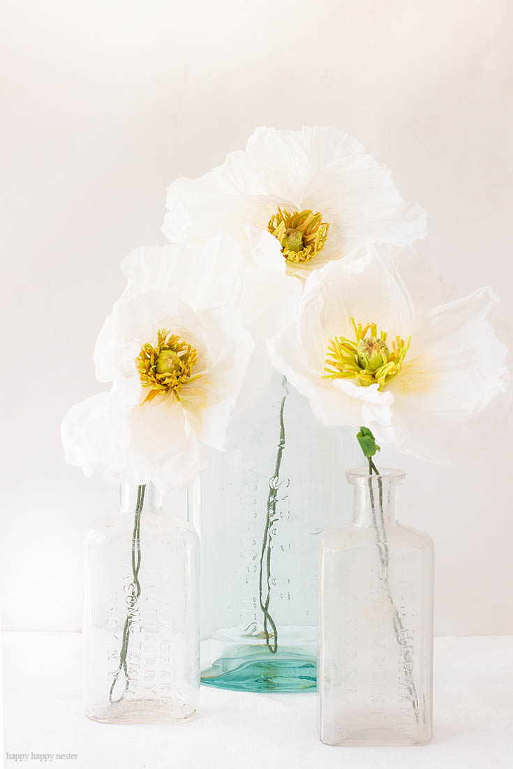 The Best Crepe Paper Flower Tutorial. How to Make Crepe Paper Flowers is an easy tutorial that will walk you through step by step. These Icelandic Poppies are beautiful as a bouquet in a vase or as a wedding bouquet. They are easy paper flowers to make. #paperflowers #crepepaper #paperprojects #crepepaperflowers #paperflowerstutorial #papercrafts #paperdiy