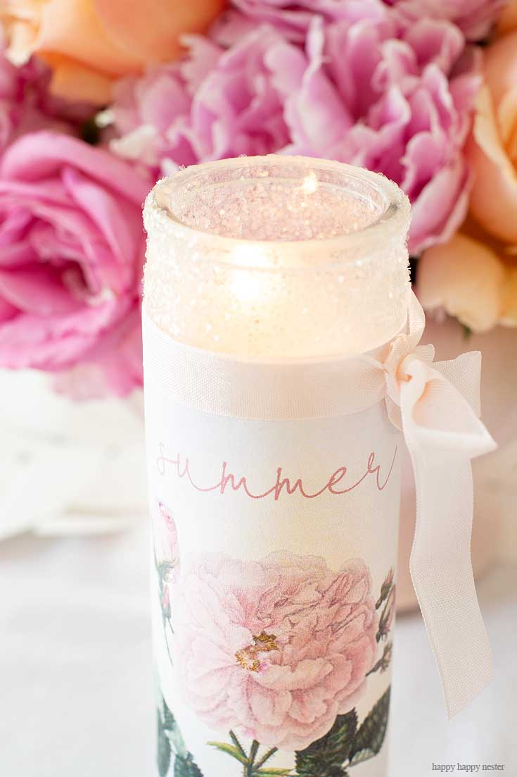 Learn How to Make Your Own Personalized Candles with a supplies and a couple of minutes. This easy candle craft makes the prettiest summer candles! #crafts #candles #diy