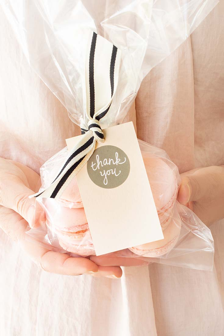 Need a Thank You Tag DIY? Then you'll want to check out this easy project. It looks cute and is super inexpensive to make! Impress your friends with this beautiful homemade gift card!#crafts #cards #papercrafts #card