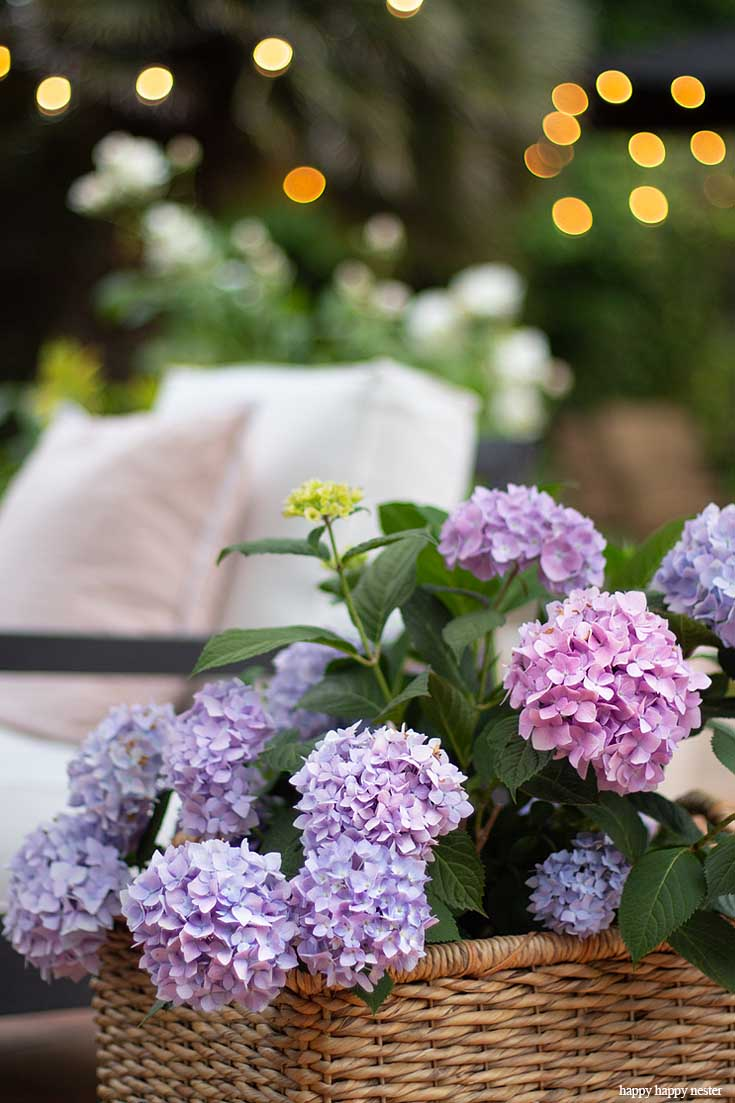 Add pops of flower pots to your outdoor summer space.
