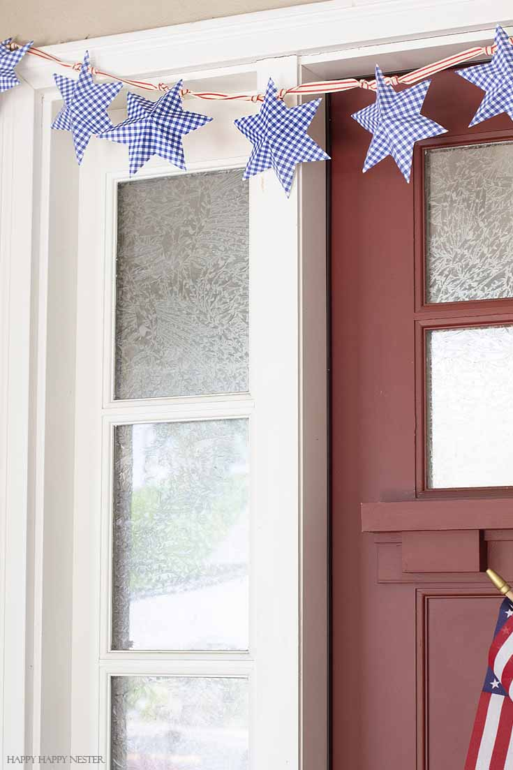 Learn how to make this cute paper star garland as well as some Front Porch Ideas for 4th of July. Decorate your door and porch with patriotic decor that will welcome your guests. #4thofjuly