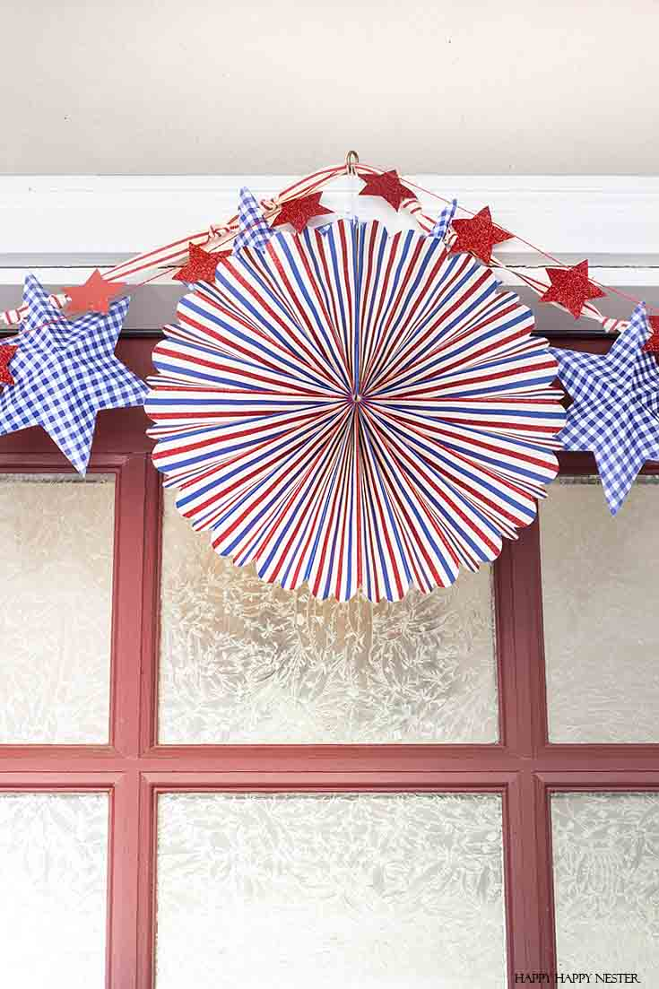 Decorate your front porch for the 4th of July this year! #summer #4thofjuly #holidaydecor