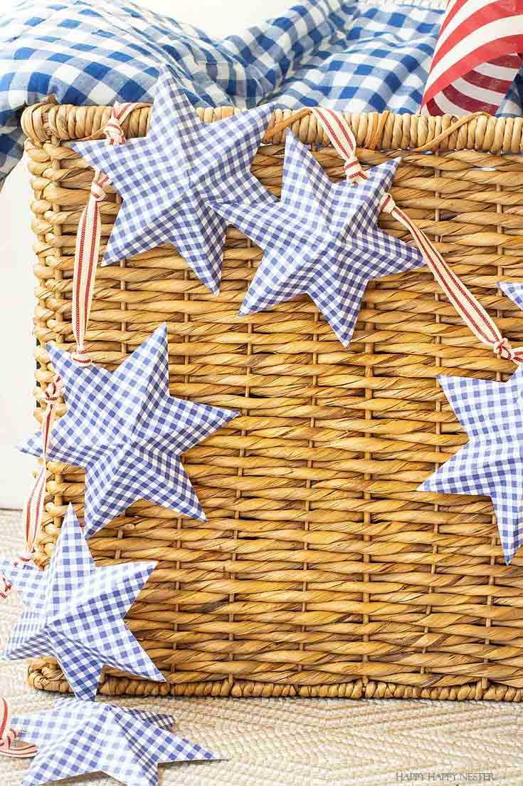 Easy to follow video tutorial shows how to make this pretty star garland. It is an inexpensive paper project and the printable is free. #paperproject #diy #garland #papercrafts #crafts #4thofJulyproject #homedecor