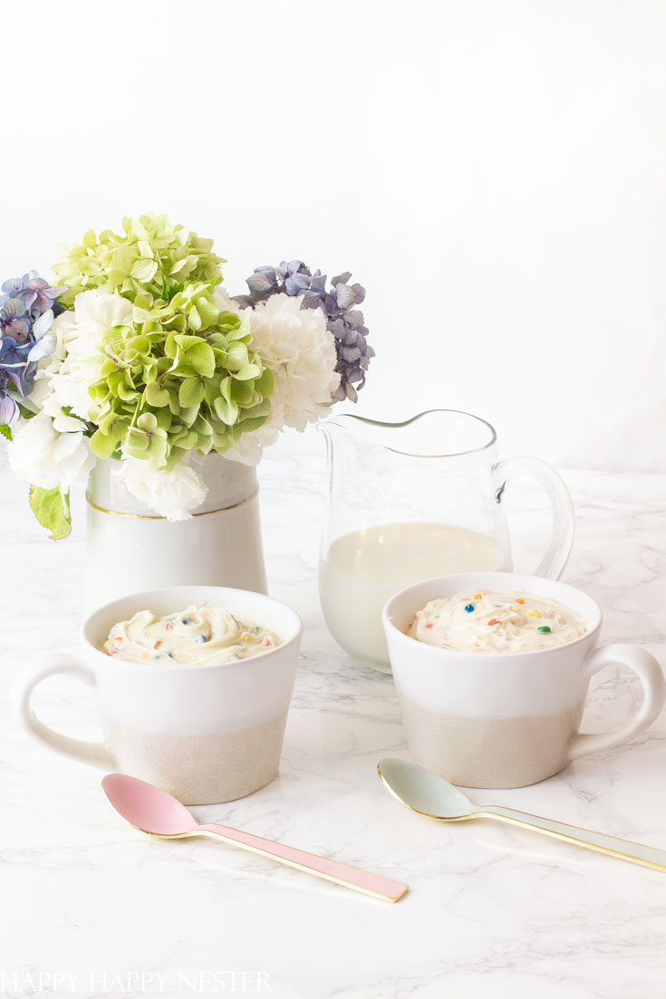 These Betty Crocker Quick Easy Mug Cake Desserts make satisfying a sweet tooth so convenient. They are the perfect snack that only takes minutes to make. #desserts #bettycrocker #quicksnacks