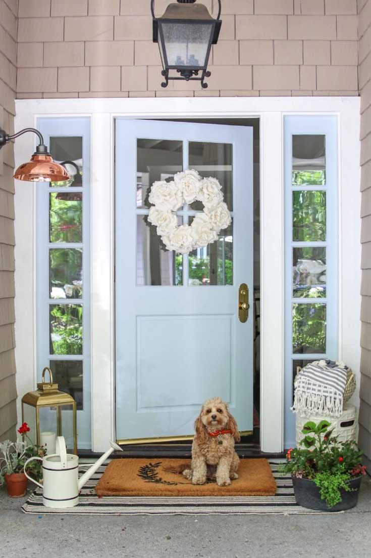 Learn how to paint your front door. This great tutorial will have you confident to tackle this fun painting project. #painteddoor #paintyourdoor #paint #frontporch