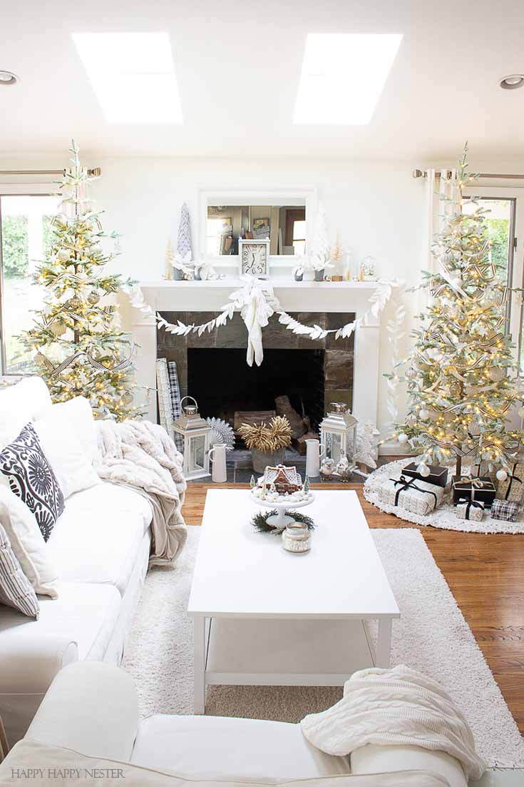 Do you need some Easy Ideas for Christmas Decorations? This post contains a wide array of holiday decor. This is a Christmas Holiday Home Tour with tons of decorating ideas from 15 talented bloggers. #christmas #christmasdecorating #holidaydecor