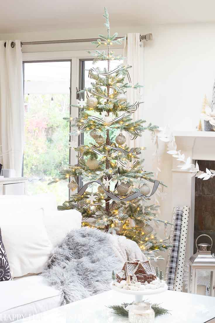 Do you need some Easy Ideas for Christmas Decorations? If you like Christmas Holiday Home Tours then you are in for a treat. This post contains tons of decorating ideas from 15 talented bloggers. #christmas #christmasdecorating #holidaydecor