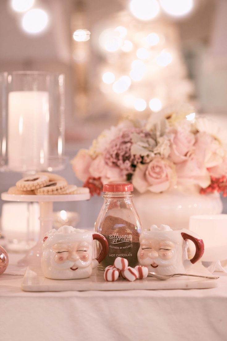 Setting a Christmas table is easy when you have a few decor elements. This Christmas night tour includes a cute mason jar cocoa gift with a free printable. Visit this post for some Christmas inspiration! #holidaytable #christmastable