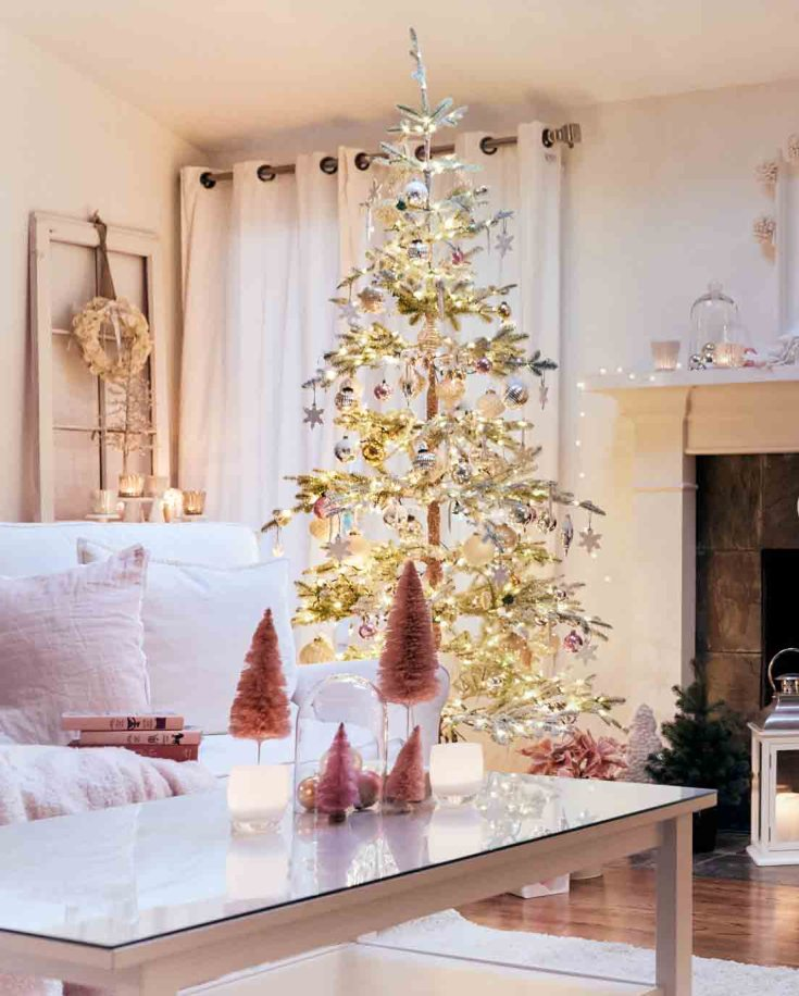 Check out some Balsam Hill Fir trees. They are so elegant and natural in this holiday home. #balsamhill #fauxchristmastrees #christmastrees