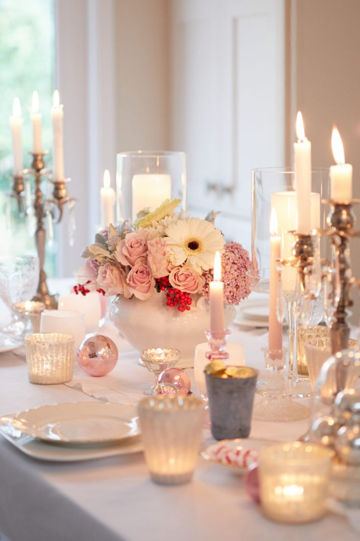 Do you need some Holiday Home decor ideas? This pretty Christmas night tour is packed with ideas for your Christmas dining room to outdoor entertaining. Create this easy Christmas table with a simple but beautiful floral arrangement. #christmasflowers #christmasdecor #decoratingfortheholidays #holidaydecor