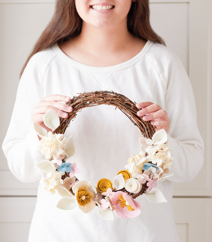 diy felt flower wreath tutorial