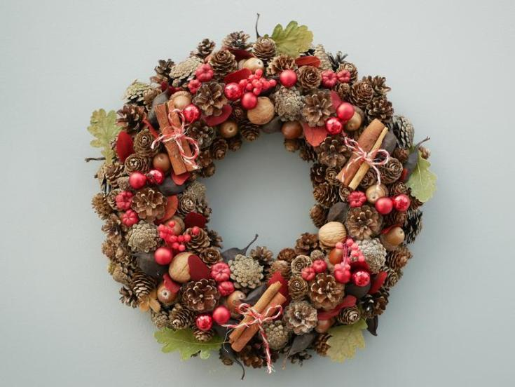 beautiful pinecone wreath