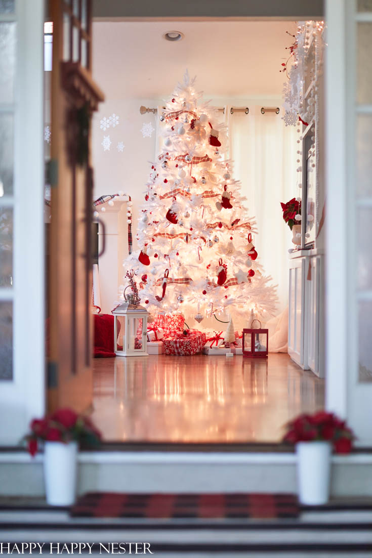 red and white Christmas tree tour