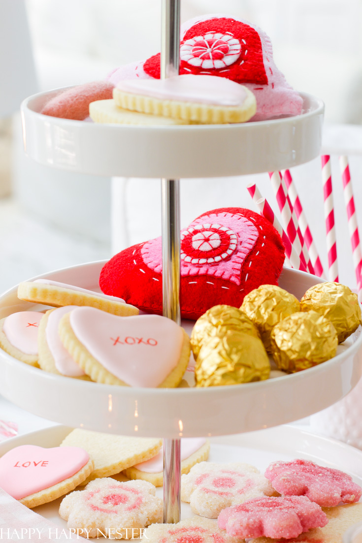 Learn how to build a cute valentine's vignette