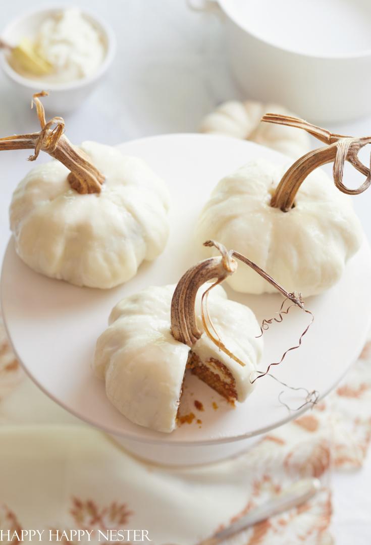mini pumpkin bundt cakes