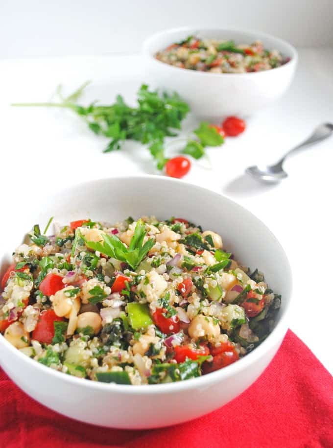 Easy vegan lunch - tabbouleh with quinoa and chickpeas