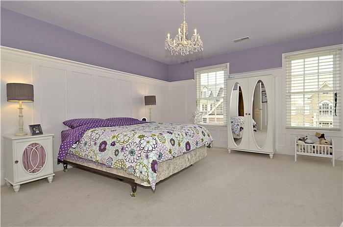 web_upper-level-bedroom_1