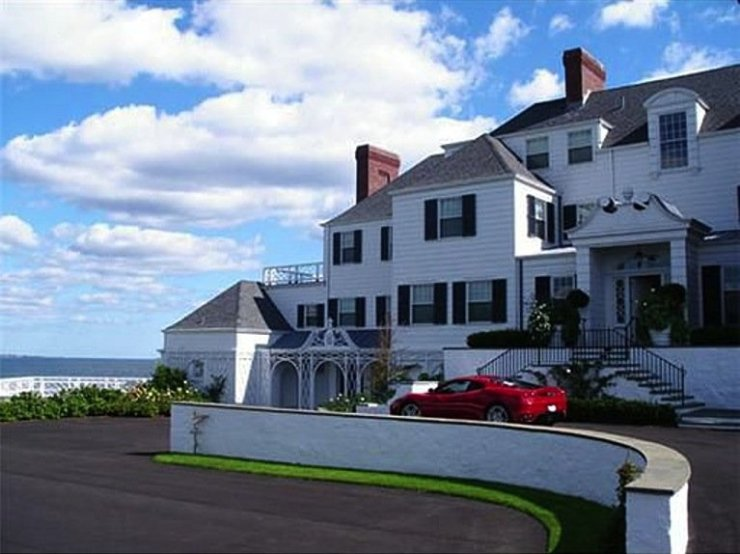 she-reportedly-paid-for-the-mansion-by-wiring-1775-million-in-cash-to-a-realtor-in-2013