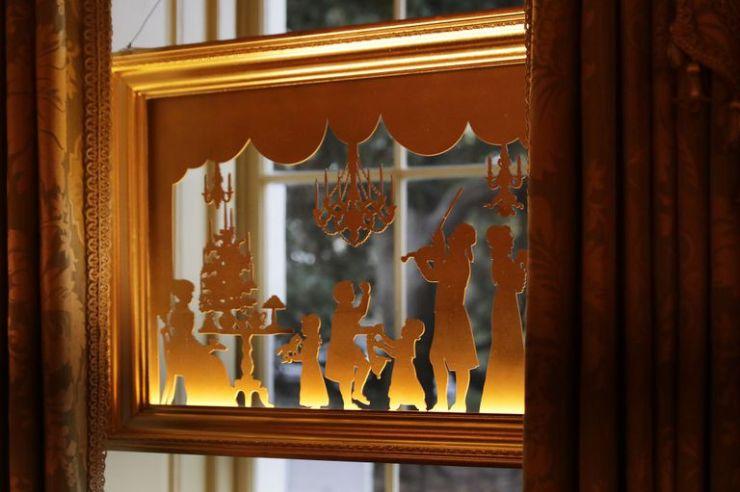 window-silhouette-of-u-s-president-thomas-jefferson-playing-news-photo-1072598980-1543260981