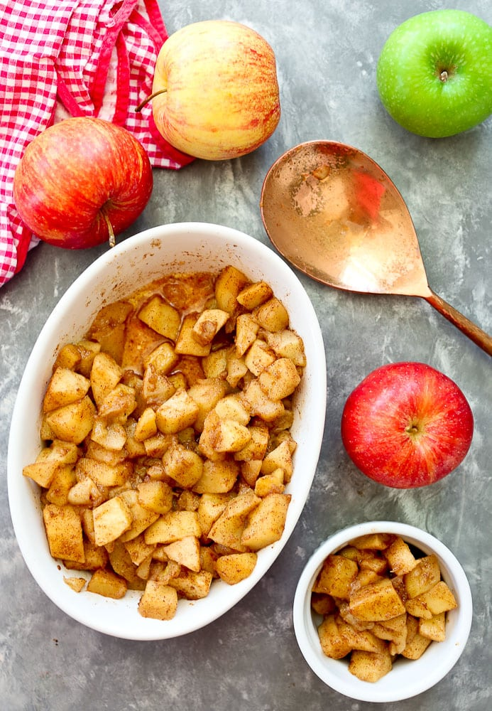 how to bake Simple Baked Apples with cinnamon whole apples and baked dish