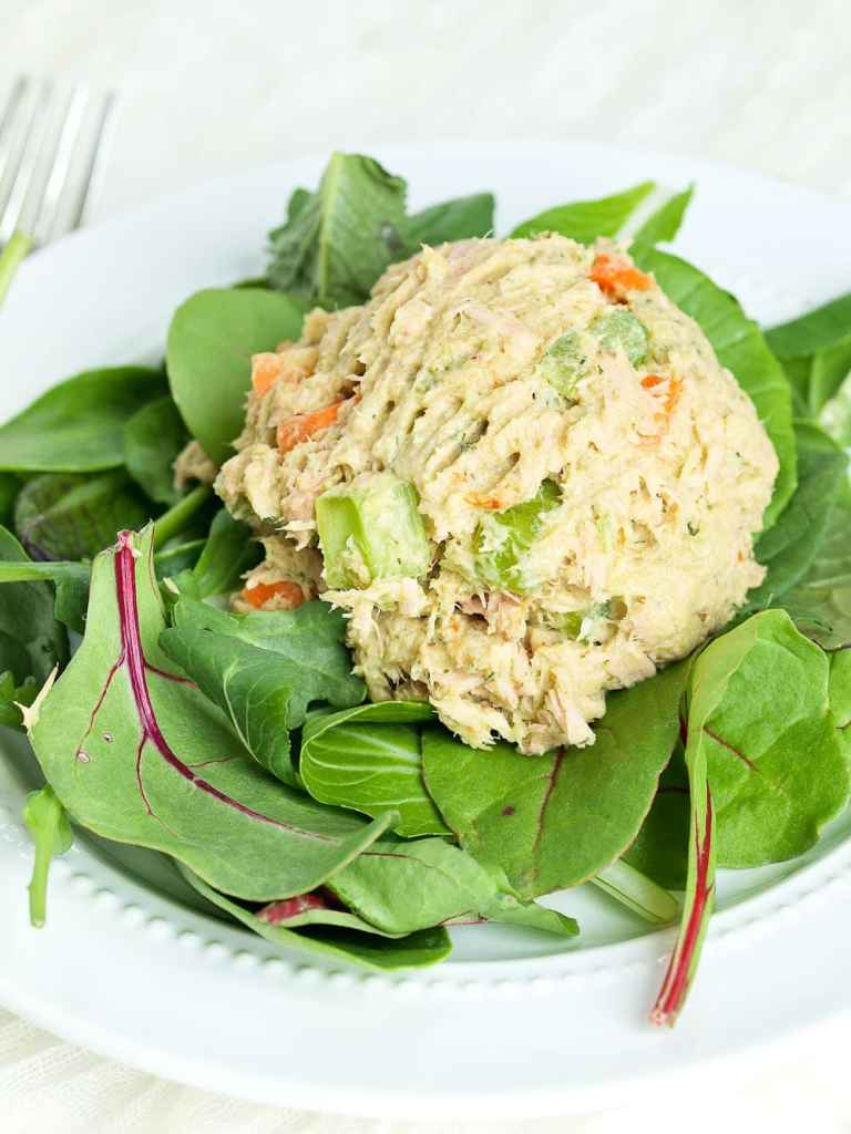 This Avocado Tuna Salad recipe is made with no mayo! This makes a great high-protein, low-carb lunch idea! Great paleo lunch recipe.