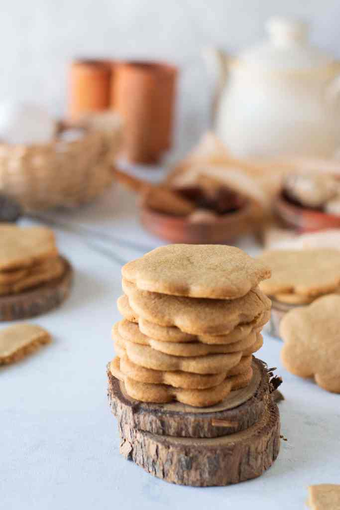 a stack of gingerbread cookies in flower shape