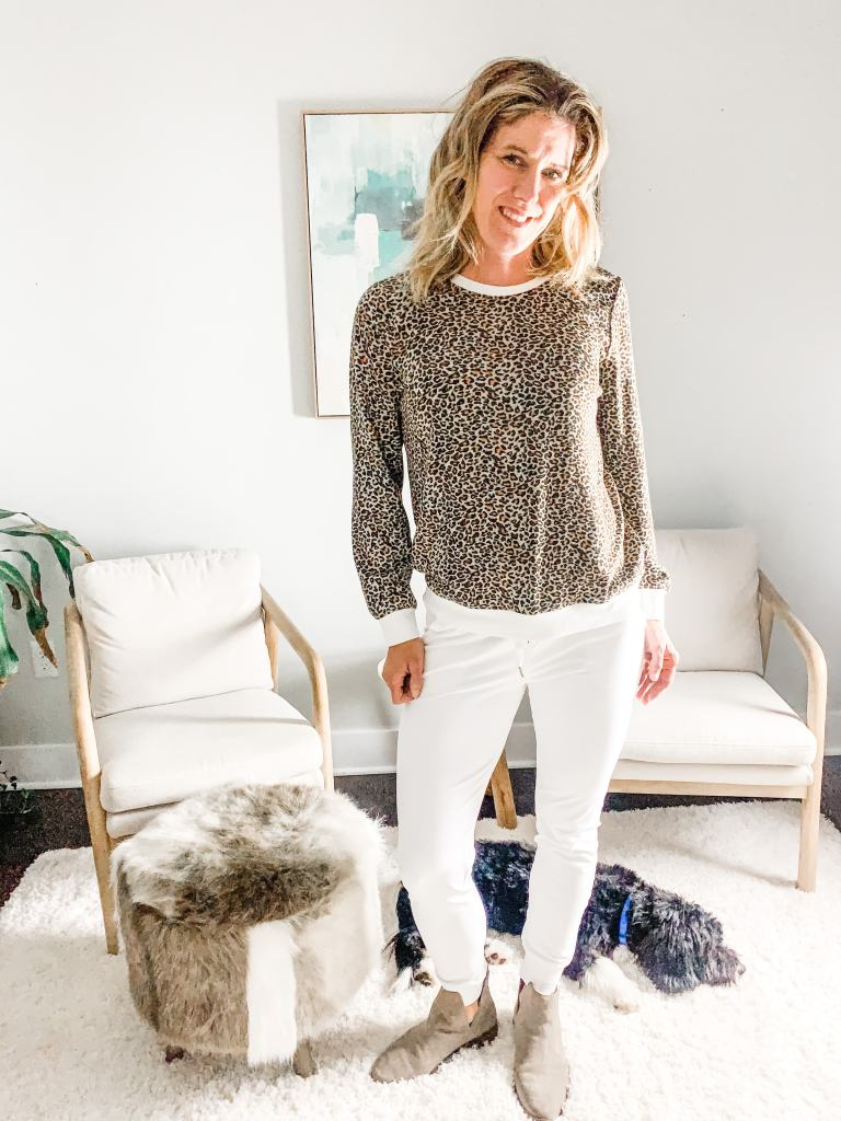 how to style joggers--white joggers with boots