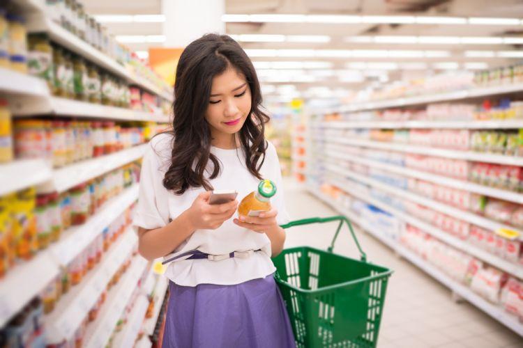 woman-food-shopping
