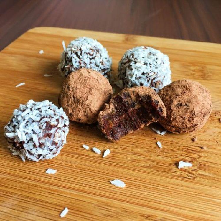 Raw-chocolate-fudge-energy-balls