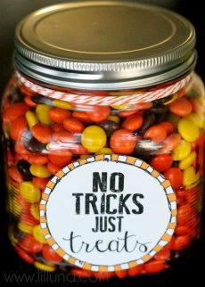 Halloween in a Jar – FREE Printables!
