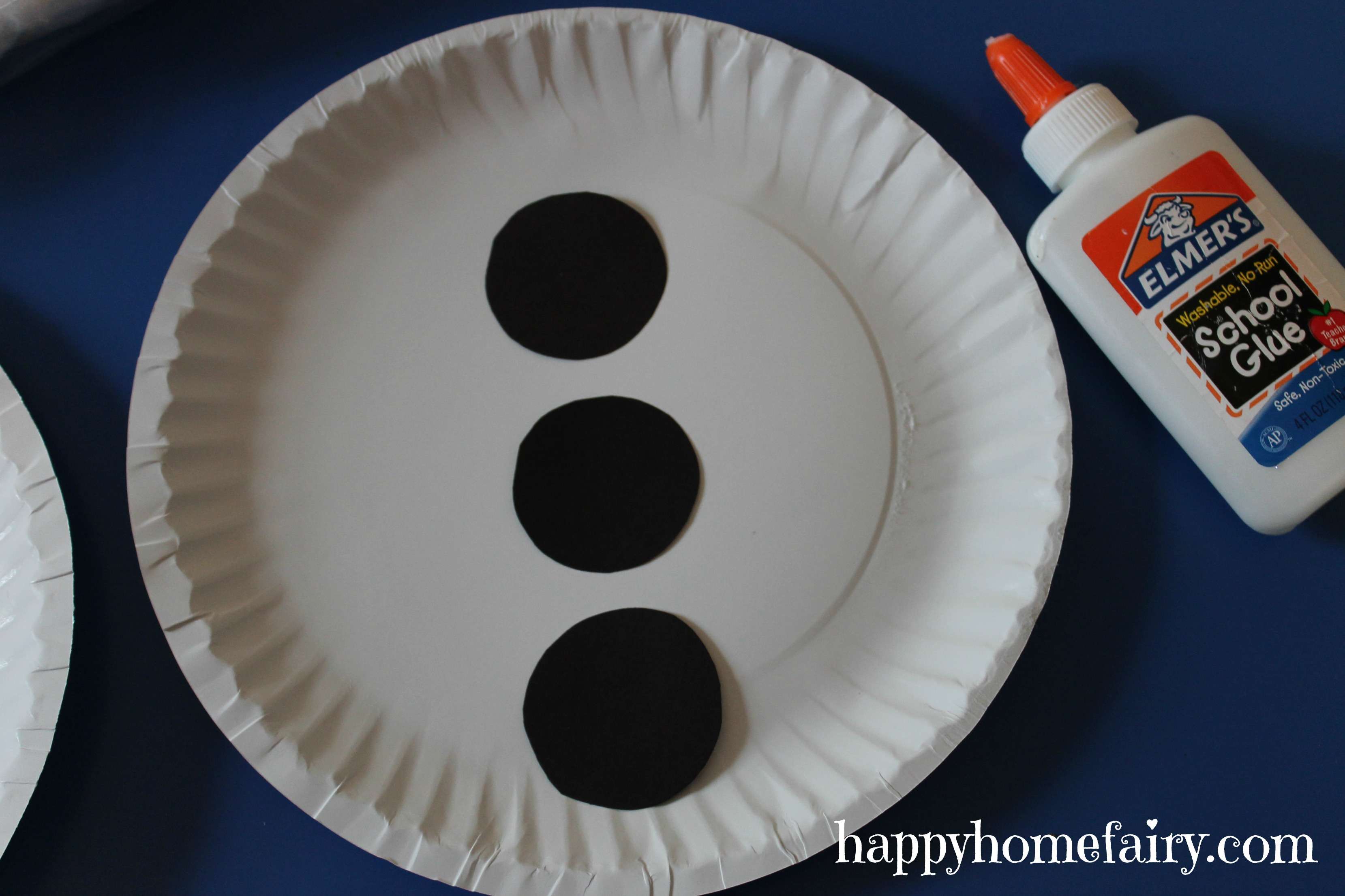Glue all of the face pieces on the paper plate. snowman tummy & Easy Giant Snowman Craft - Happy Home Fairy