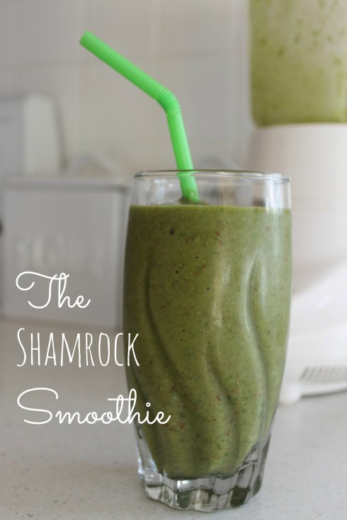 shamrock smoothie at happyhomefairy.com - filled with delicious fruits, spinach and flaxseed - yummy!