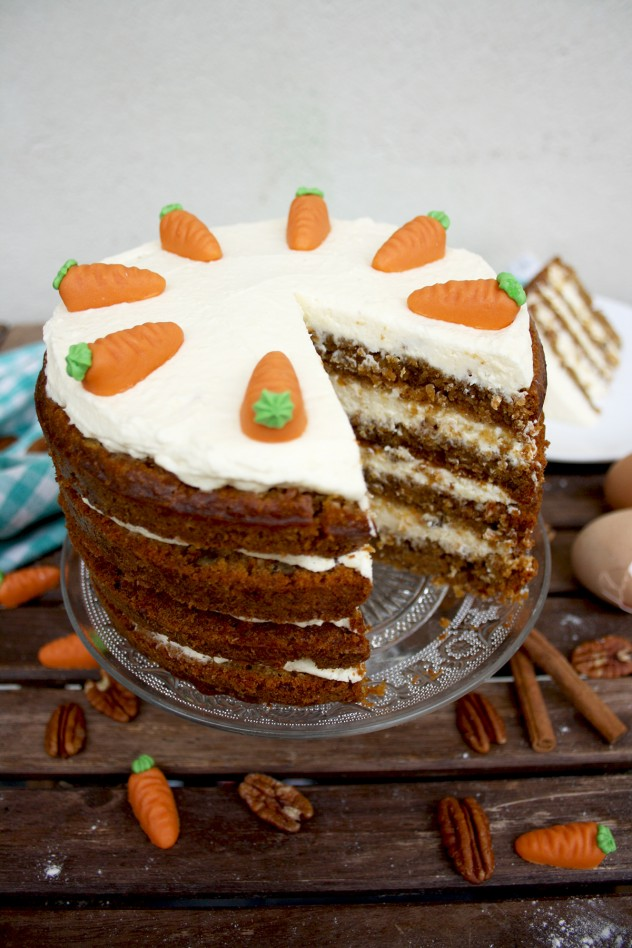 Pineapple Cake Caramel Icing