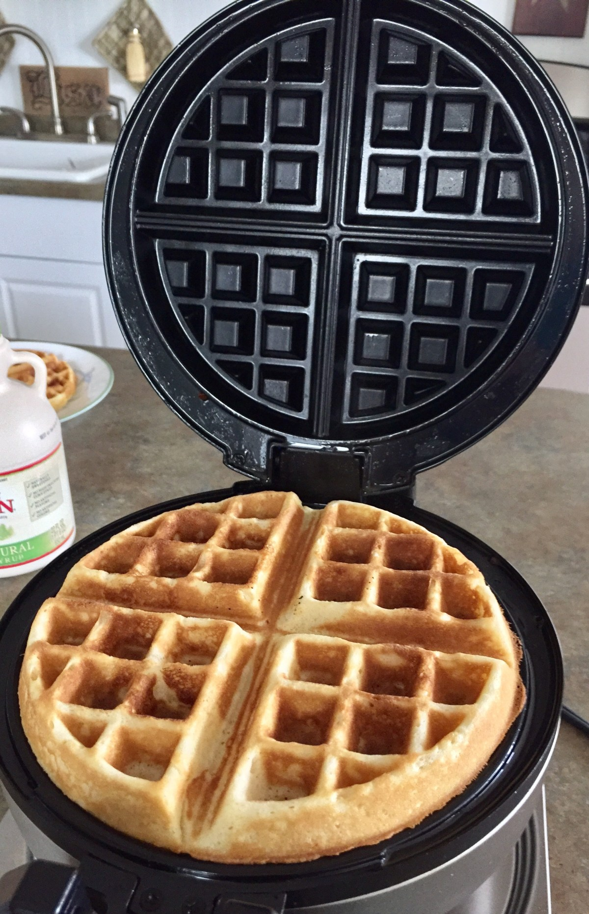 Close the waffle iron and wait for the timer to go off.