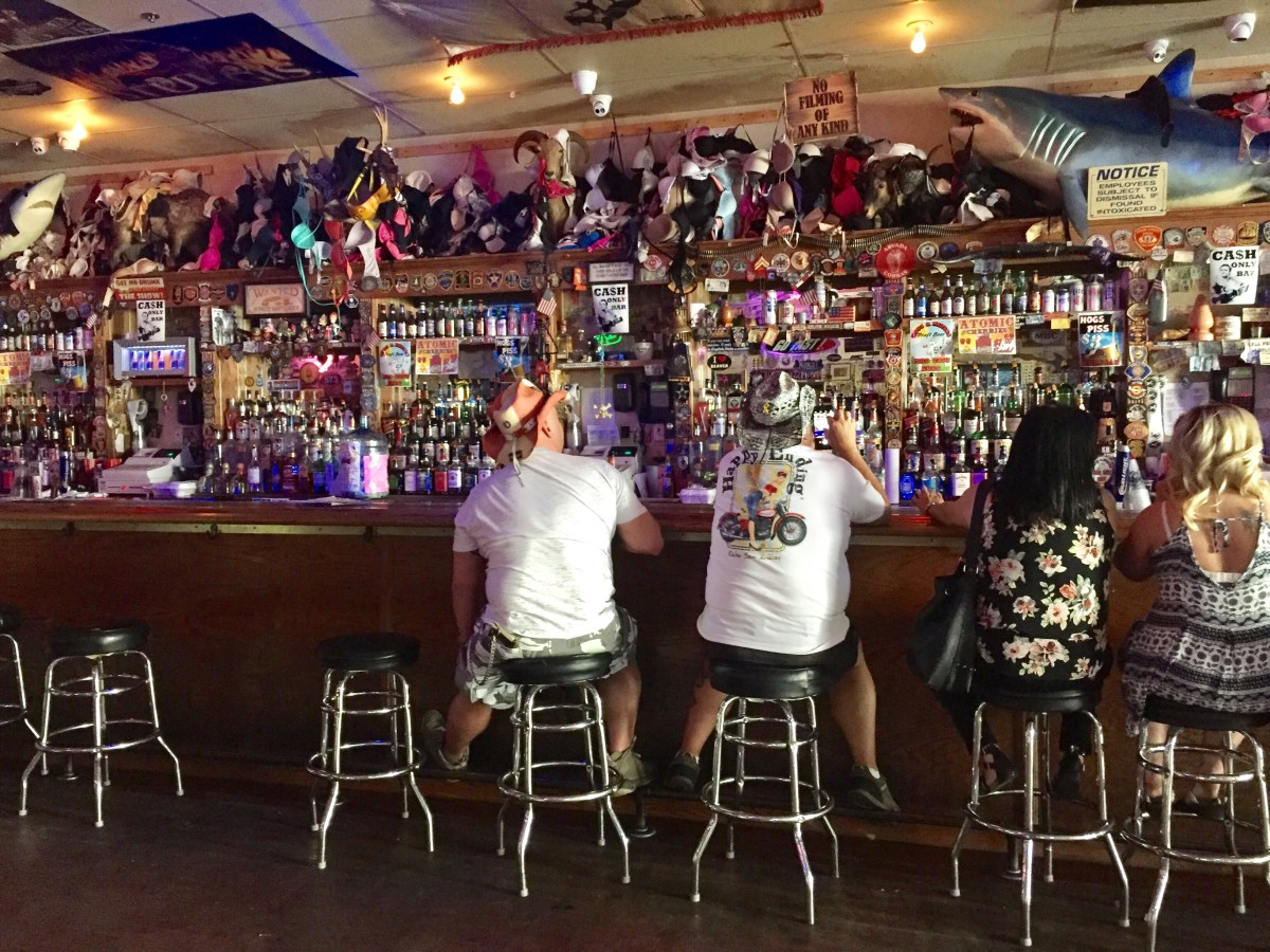 Hogs and Heifers Saloon Las Vegas #hogandheifers #vegasdivebars #downtownlasvegas #lasvegasbarcrawl #vegasbars