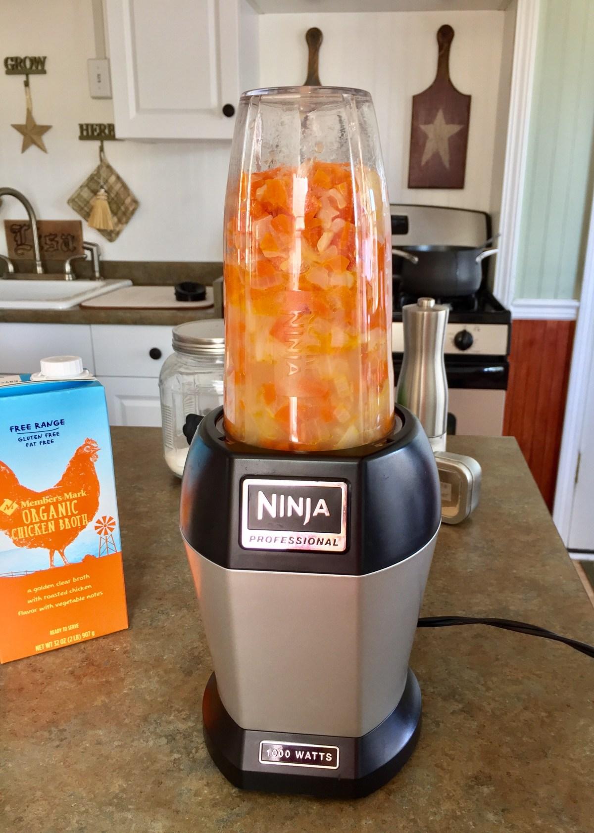 Tomato Basil Soup by Happylifeblogspot.com #tomatosoup #tomatobasilsoup #souprecipes #comfortfood #soup