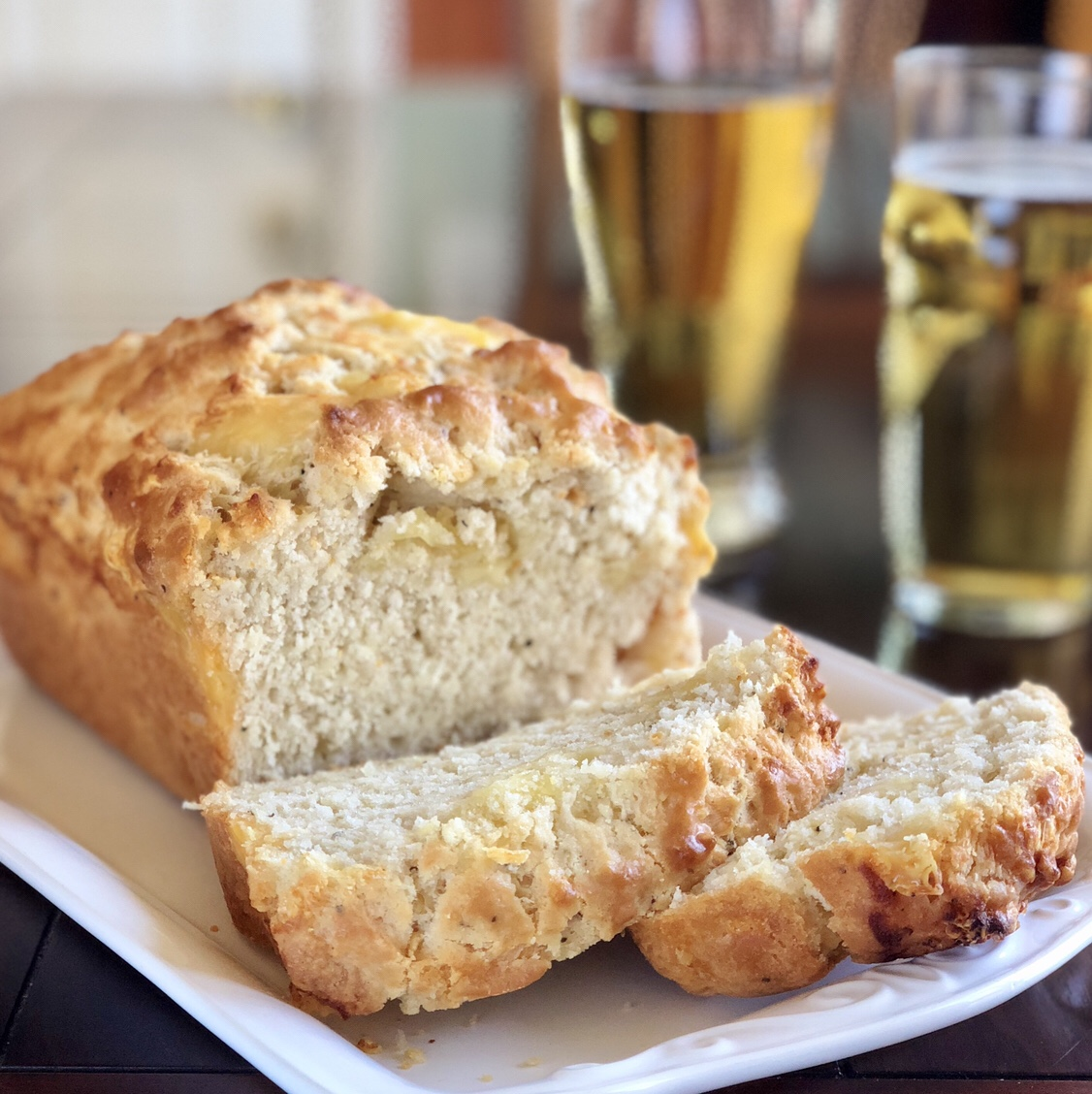 Cheesy Beer Bread by happylifeblogspot.com #bread #beerbread #cheesybread #quickbread
