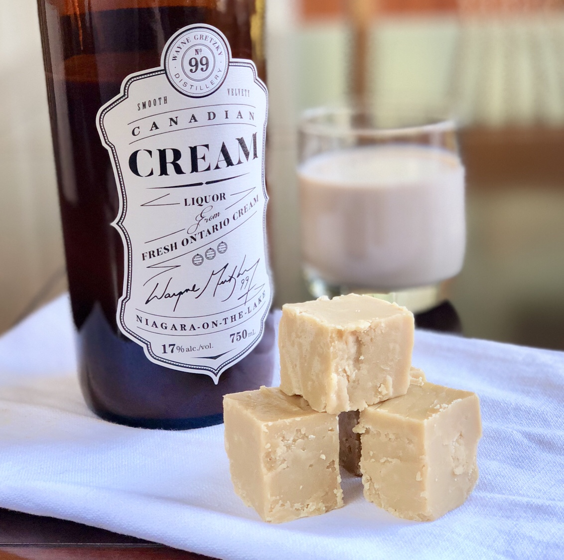 Irish Cream Fudge by happylifeblogspot.com #fudge #irishcreamfudge #stpatricksday #stpattysday