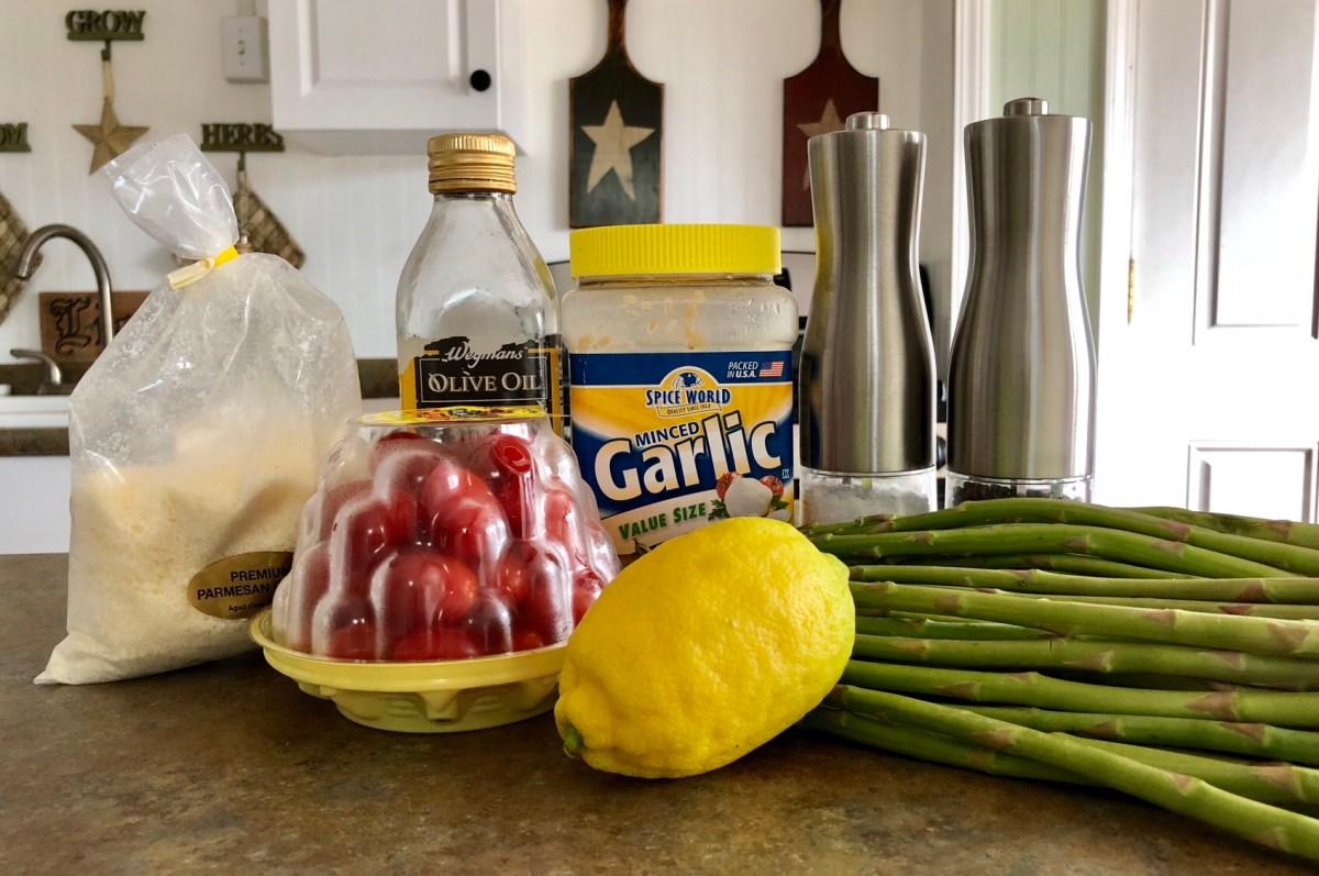 Easy Tuscan Roasted Asparagus ingredients list #asparagus #roastedasparagus #sidedish #vegetablesidedish #springveggies