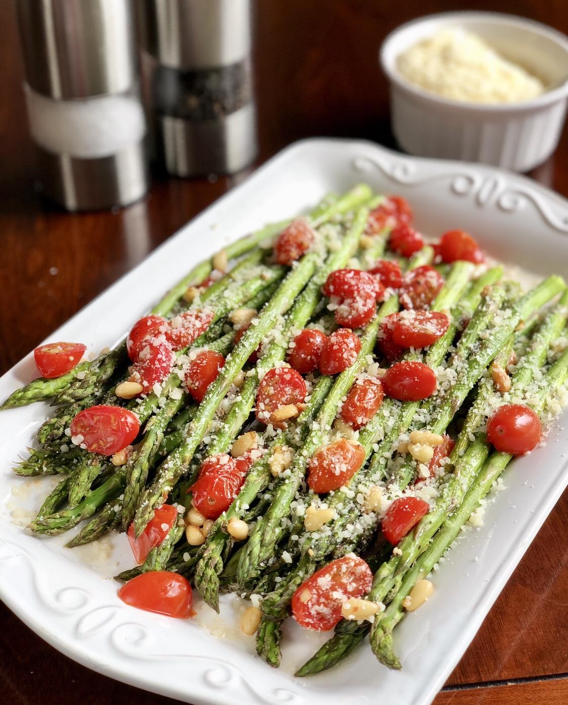 Easy Tuscan Roasted Asparagus by Happylifeblogspot.com #asparagus #roastedasparagus #sidedish #vegetablesidedish #springveggies